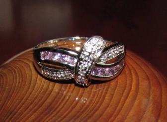white gold ribbon ring