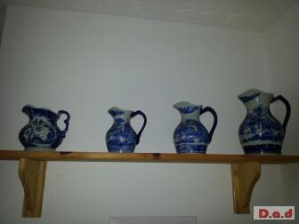 Set 4 jugs.stamped Rinestone